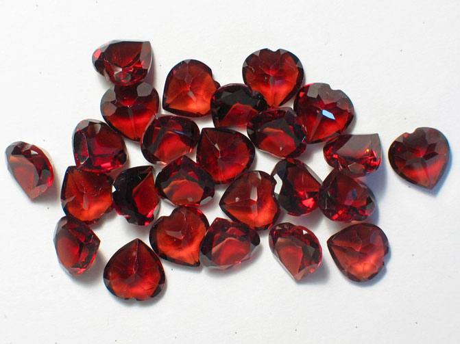 Гранат маленькие красные камни