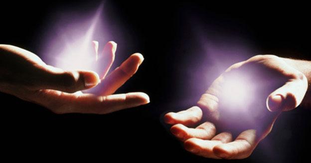 снять порчу светящимися руками по фото, в условии домашних заклинаний